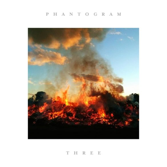 Critique Phantogram Three